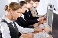 Каждый 10 молодой украинец собирается уехать за границу на работу
