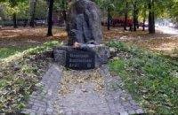 В Харькове демонтировали памятник воинам УПА