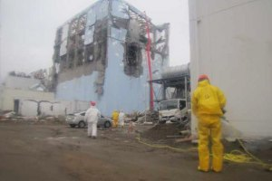 """Сотрудников """"Фукусимы"""" эвакуировали из-за землетрясения"""