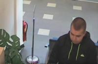 У Чехії чоловік відстояв чергу в банку, а потім пограбував його