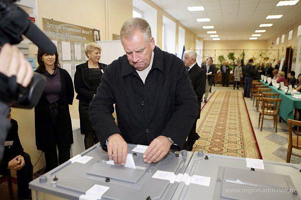 Сергей Митин голосует