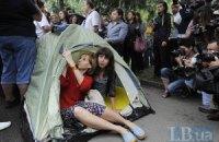 Журналисты намерены стоять под окнами Захарченко до среды