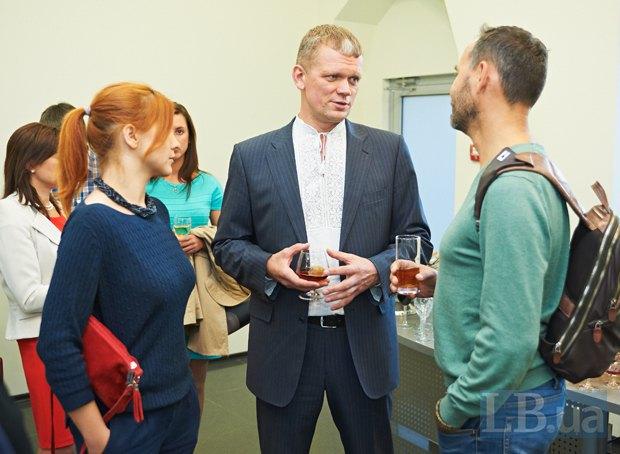 Игорь Швайка(в центре), бывший глава харьковского отделения ВО «Свобода», министр аграрной политики и продовольствия Украины в 2014 году