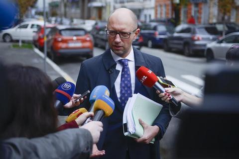Яценюк провел 5 часов на опросе вГенпрокуратуре