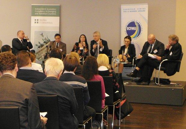 Дискуссионная панель по экономике с участием European Center for a Modern Ukraine на саммите в Вильнюсе в октябре 2013
