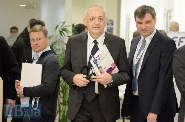 Справа - вице-президент Института Горшенина Виктор Соколов