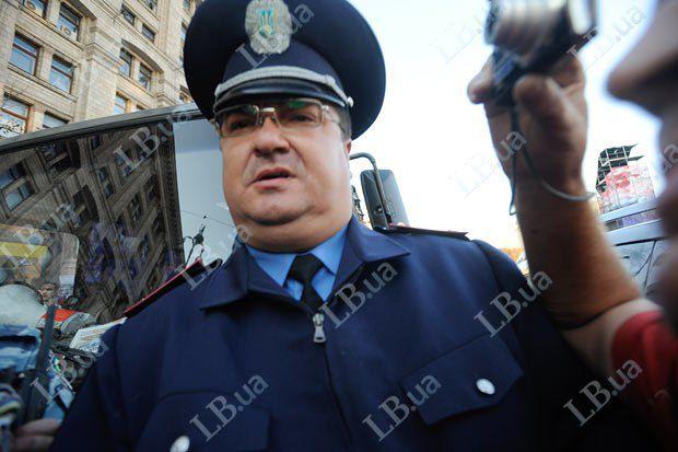 Мужчина в форме МВД во время разгона акции в сентябре 2011 года