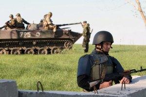 Возле Славянска из-за обстрела погиб силовик, ранены еще трое