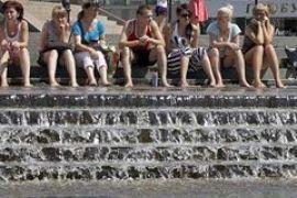 Киевляне спасаются от жары