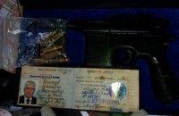 Під час обшуків у Києві правоохоронці вилучили маузер Чечетова і патрони до нього