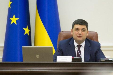 Премьер Украины проинформировал обоперации наспине