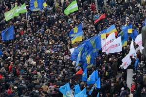 В Ивано-Франковске тысячи людей послушали пламенные речи лидеров оппозиции