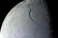 Под корой спутника Сатурна обнаружили океан соленой воды