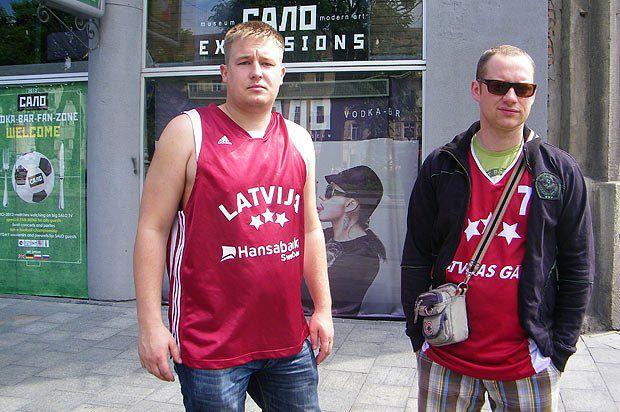 Яніс і Вудіс приїхали з Риги вболівати за Німеччину