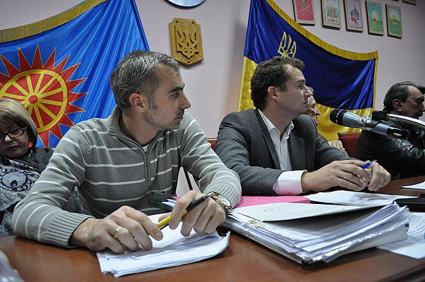 Округ 94. Председатель окружкома Вячеслав Мартынюк, секретарь Андрей Блануца (слева)