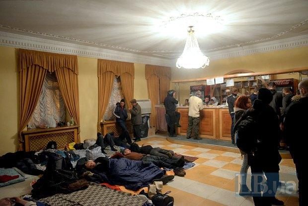 Протестующие ночуют в стенах Киевсовета