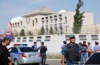 Смертник протаранил ворота посольства Китая в Бишкеке (обновлено)