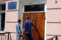 Дончане приходят к закрытым участкам, чтобы голосовать