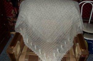 Янукович подарил 115-летней бабушке пуховый платок
