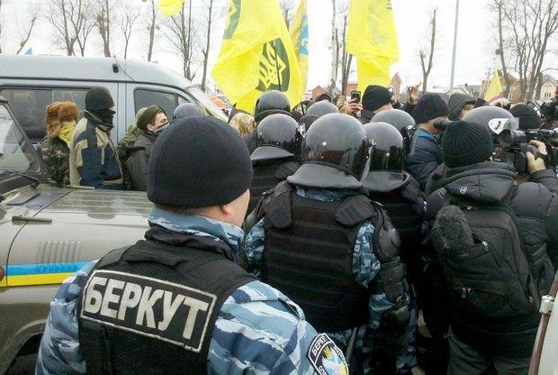 У Межигорья установили блокпост вопреки решению суда (онлайн-трансляция)