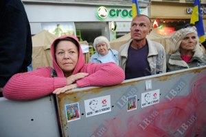 Партия Луценко призывает украинцев прийти и помолчать у суда