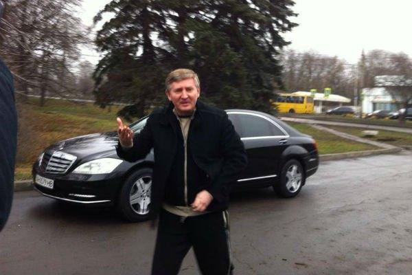 Ринат Ахметов приехал к митингующим без охраны