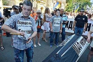 В центре Киева прошла акция протеста против запрета торговли в переходах метро