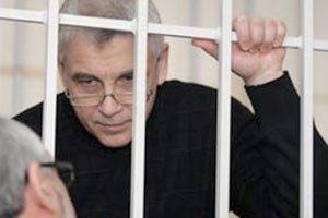 Иващенко просит суд выпустить его из клетки