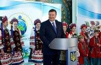 Янукович рассказал детям, как строится сильная Украина