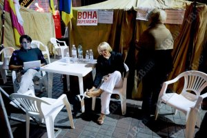 Наблюдатели удивлены, что палатки сторонников Тимошенко до сих пор стоят