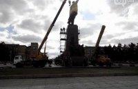 В Запорожье приступили к демонтажу памятника Ленину