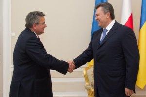 Янукович и Коморовский проводят закрытую встречу