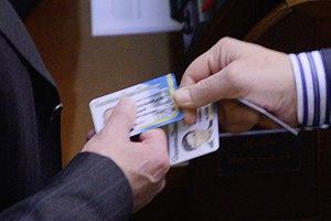 Карточка министра Лебедева продолжает голосовать