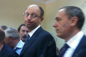 Яценюк хочет в СИЗО к Тимошенко