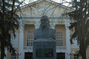 Суд запретил сносить памятники Ленину в Сумах