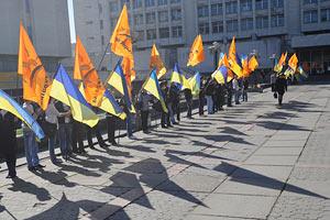 Нашеукраинцы приняли две резолюции и разошлись