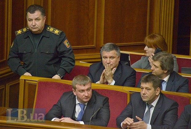 Степан Полторак(стоит)