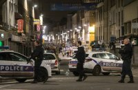 Полиция провела в Париже около 300 обысков после терактов