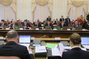 Яценюк отправил министров на Донбасс