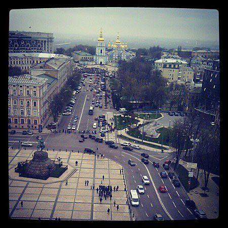 Вид на Михайловскую площадь во время митинга с Софийской колокольни