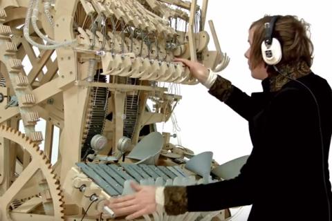 Шведський музикант створив унікальний інструмент (видео)