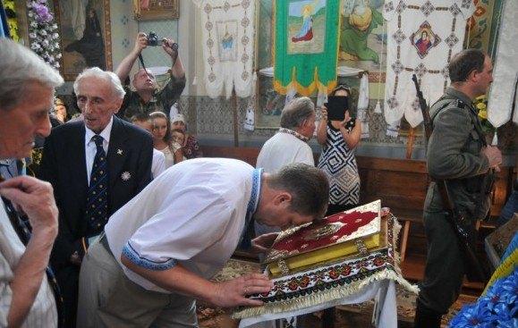 Олег Панькевич на церемонии перезахоронения