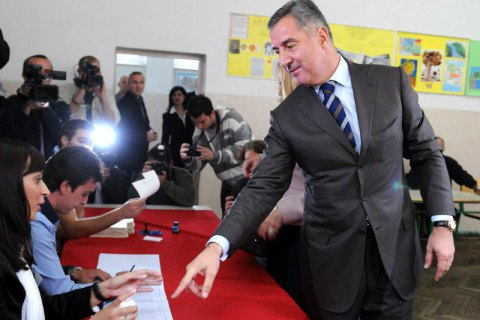 Премьер Черногории Джуканович уступит свое место в руководстве соратнику попартии Марковичу