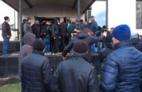В Донецке сепаратисты жгут документы Таруты и катаются на стульях из его офиса (ДОБАВЛЕНЫ ФОТО)