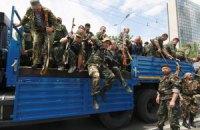 Отступающие коллоны боевиков прикрываются заложниками, - Тымчук