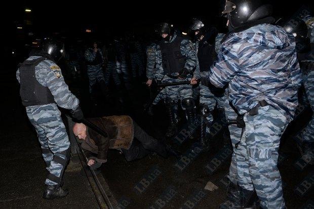 Пятеро активистов были госпитализированы во время столкновения под Киево-Святошинским судом