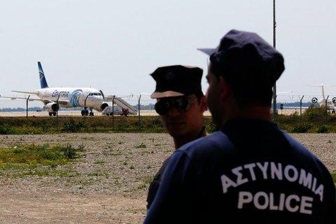 Угонщик самолета EgyptAir задержан (обновлено)