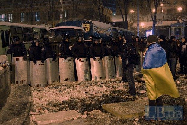 Кордон милиции на улице Крещатик, состороны улицы Богдана Хмельницкого