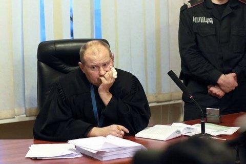 Подозреваемый во взяточничестве судья Чаус ушел в отпуск