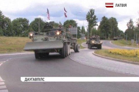 В Латвию вошла колонна военной техники США